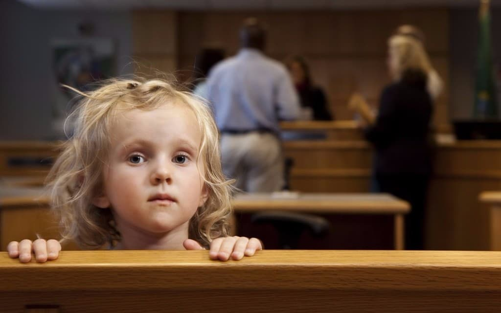 Выписать ребенка из квартиры собственника после развода