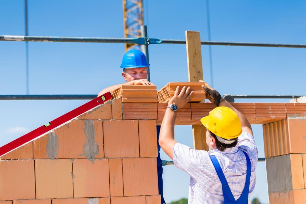 Строительство дома на собственном участке и разрешение на него