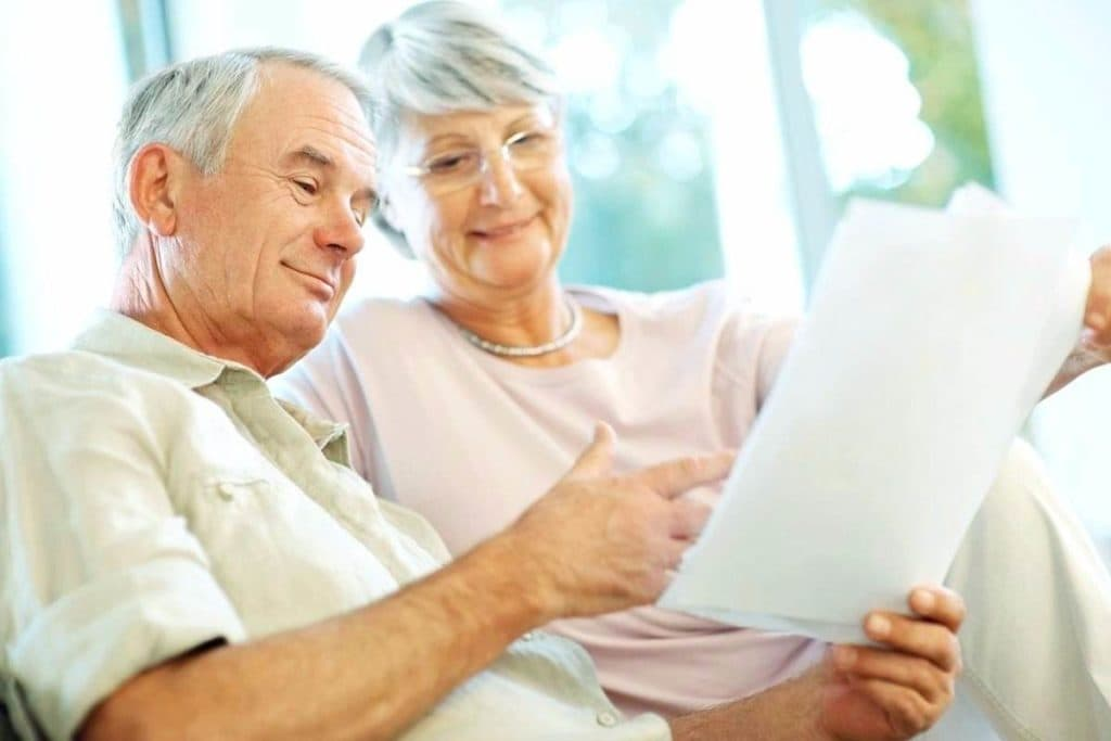 Пенсионеры с документом